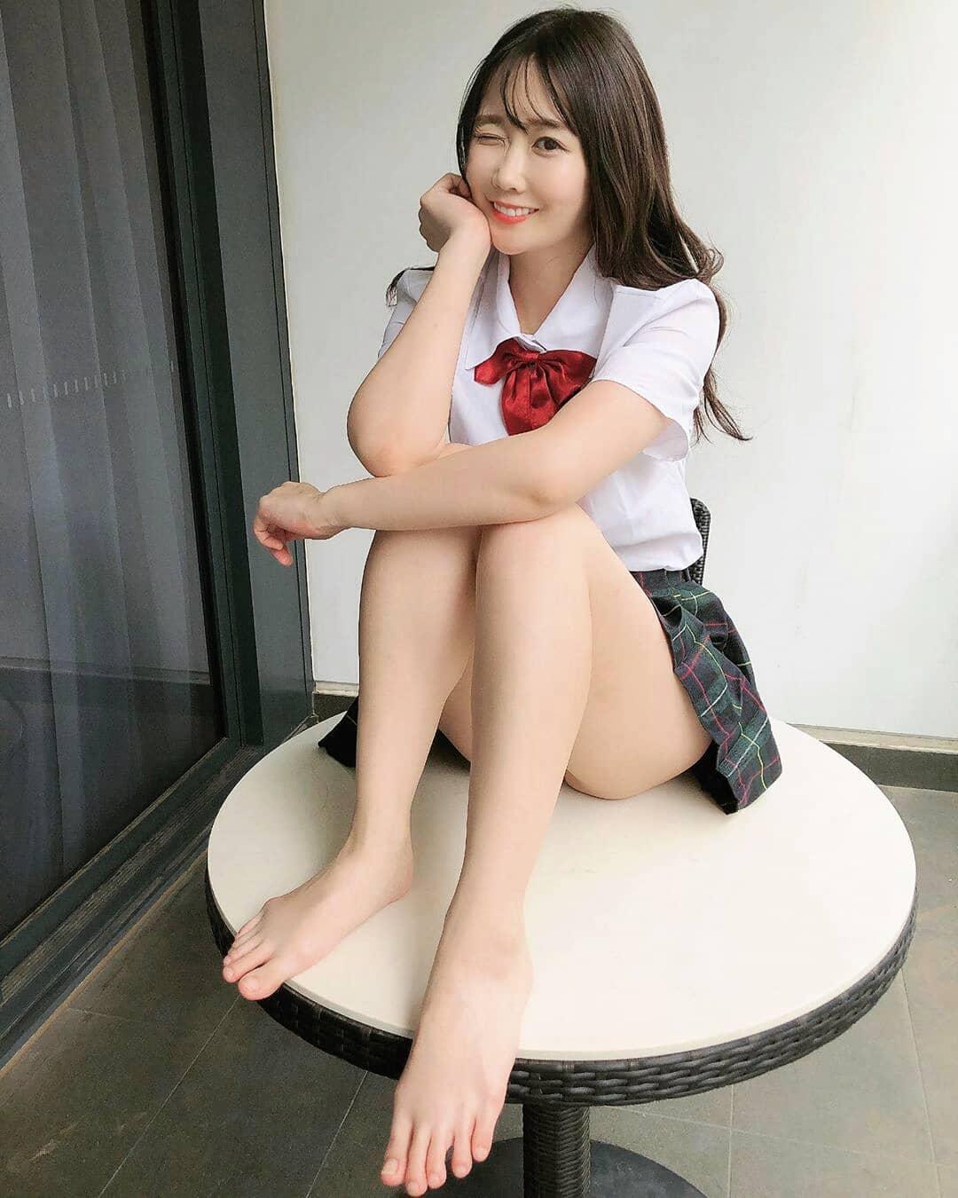 Beautiful Taiwan women however sticking them out has